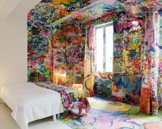 Artystyczne pokoje hotelowe Painting graffiti on bedroom walls